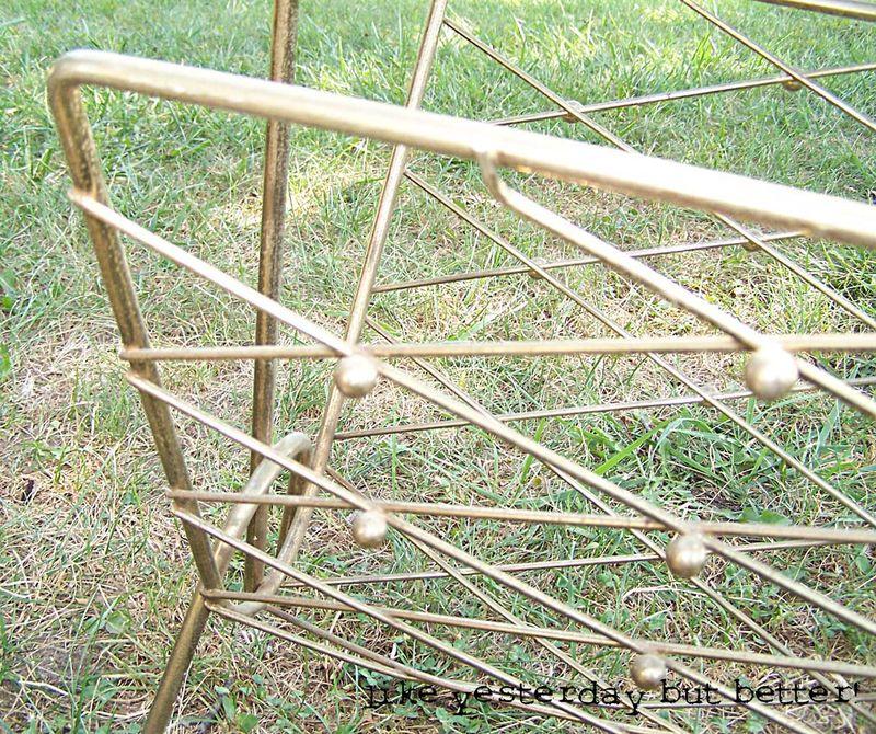 Metal mag rack2