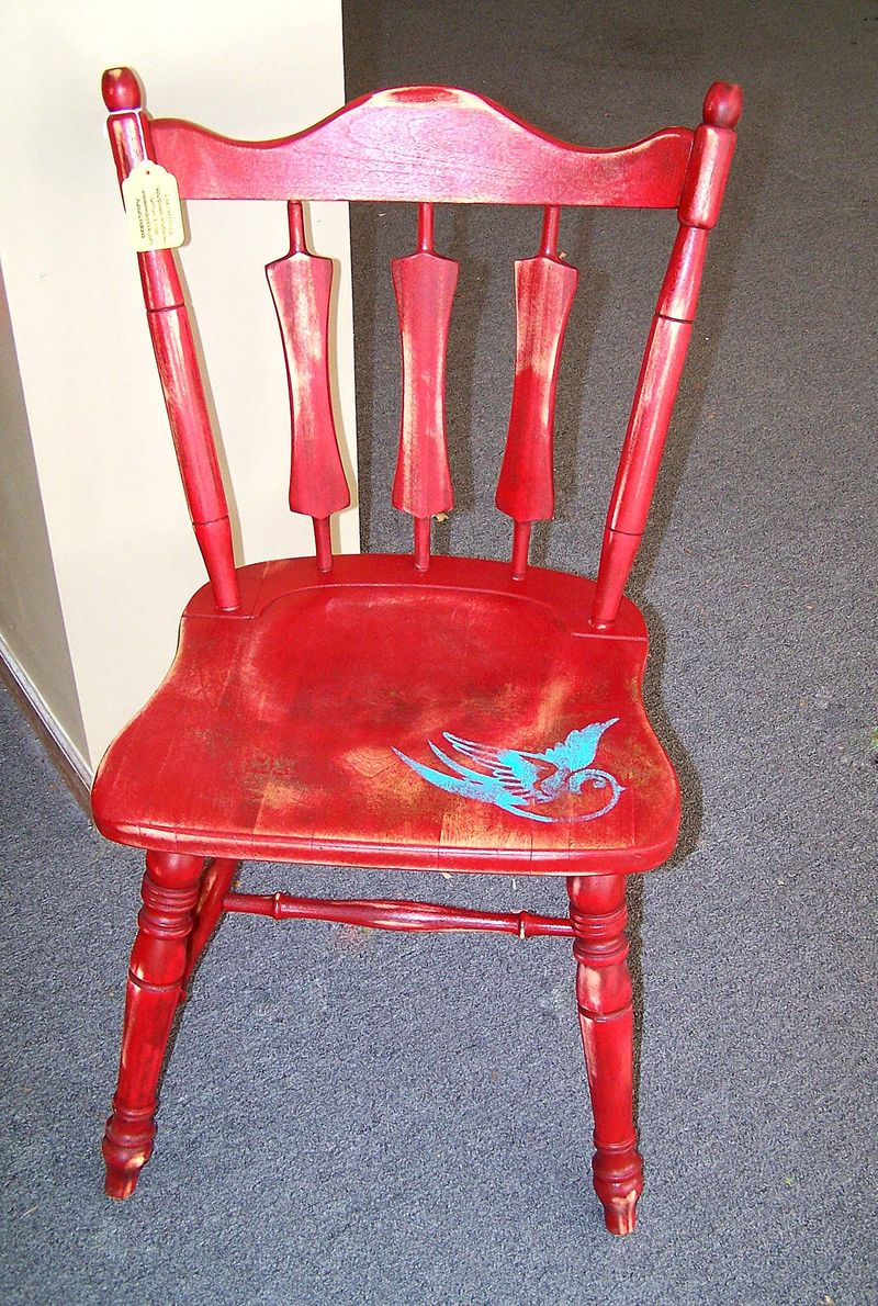 Red chair with bird1
