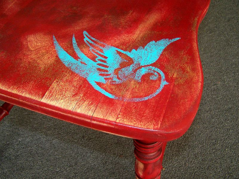 Red chair with bird2
